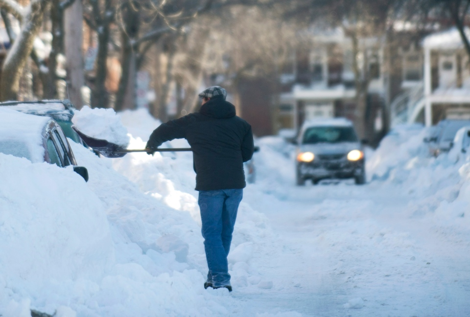 A man digs outs his car in Montreal, Friday, Dec. 28, 2012. (Graham Hughes / THE CANADIAN PRESS)