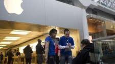 Staff members from the the Apple store in Toronto's Eaton Centre takes down the details of people at the front of the queue to purchase the new iPad 2 on Friday, March 25, 2011. (Chris Young / THE CANADIAN PRESS)