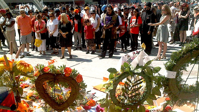 Mourners pay their respects to the late NDP Leader and former Toronto councillor Jack Layton at Nathan Phillips Square on Saturday Aug. 28, 2011. (CTV NEWS / Vanessa Greco)