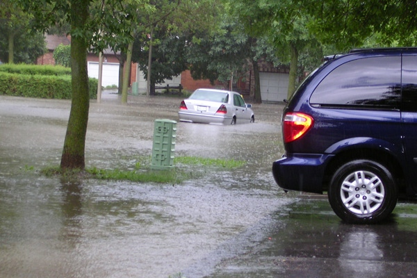 Cars drive through flooded streets in Thornhill, Ont., on Tuesday, July 22, 2008. (MyNews.CTV.ca / Edward Borsuk)