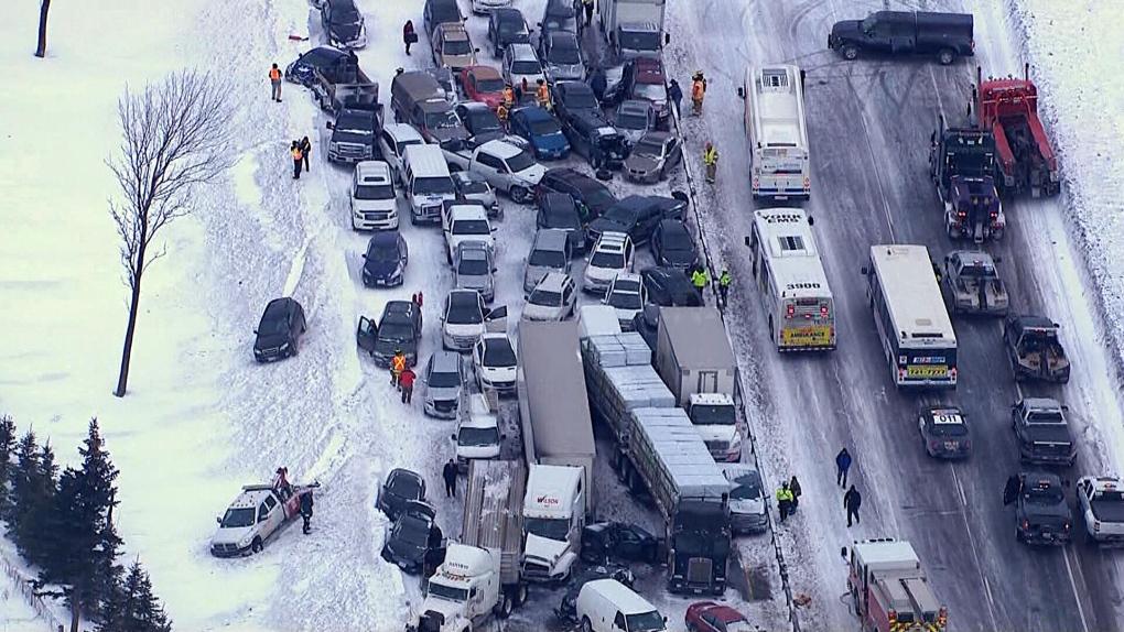 VÍDEO: Carambola de casi 100 vehículos en Toronto.