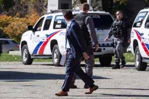 Emergency Task Force Officers stand outside the Queens Park Legislature as security is tightened in Toronto on Wednesday Oct. 22 , 2014. (Chris Young / THE CANADIAN PRESS)