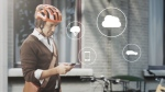 The helmet communicates with connected cars via the cloud. (©Volvo)