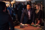 In this image released by Warner Bros. Pictures, Will Smith, centre, and Margot Robbie, right, appear in a scene from the film, 'Focus.' ( Frank Masi/AP Photo/Warner Bros. Pictures)