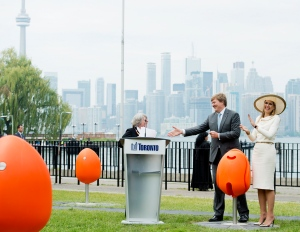 Dutch royals gift seven 'Tulpi-chairs' to Toronto