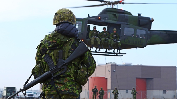 A group of Canadian soldiers took part in a helicopter insertion training session in Toronto on Sunday, Dec. 6, 2015. (Tom Podolec / CTV Toronto)