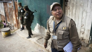 Sergio Mendez, chief of a Health Ministry brigade, gives instructions during a fumigation campaign against the spread of the Aedes aegypti mosquito, in La Comuna 2 neighborhood of Guatemala City on Feb. 5, 2016. (AP / Moises Castillo)