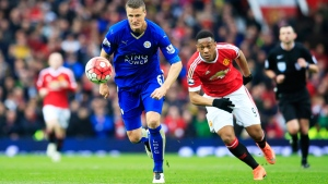 Leicester's Robert Huth, centre left, keeps the ball from Manchester United's Anthony Martial during the English Premier League soccer match between Manchester United and Leicester at Old Trafford Stadium, Manchester, England, Sunday, May 1, 2016 (AP / Jon Super).