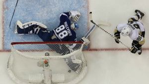 Pittsburgh Penguins right wing Phil Kessel scores past Tampa Bay Lightning goalie Andrei Vasilevskiy during the first period of Game 6 of the NHL hockey Stanley Cup Eastern Conference finals in Tampa, Fla. on Tuesday, May 24, 2016. (AP / Chris O'Meara)