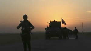 Iraq's elite counterterrorism forces advance towards the city of Mosul, Iraq on Thursday, Oct. 20, 2016. (AP / Khalid Mohammed)