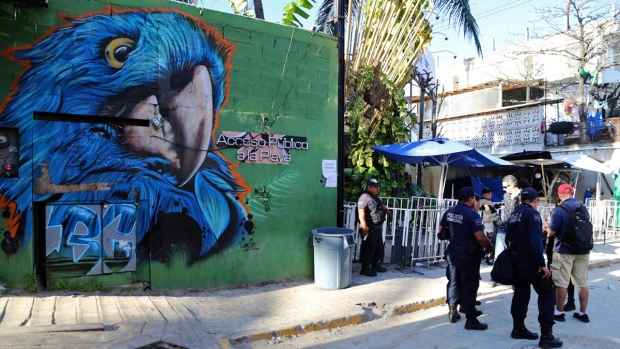 Police guard the entrance of the Blue Parrot nightclub in Playa del Carmen, Mexico, on Jan. 16, 2017. (AP)