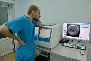 Embryologist Pavlo Mazur is pictured in a laboratory of the private Nadiya clinic in Kyiv. (GENYA SAVILOV / AFP)