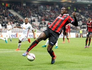 In this Thursday, Nov. 3, 2016 file photo, Nice's Mario Balotelli controls the ball during the Europa League group I soccer match between OGC Nice and FC Salzburg, at the Nice stadium, southeastern France. (AP / Claude Paris)