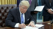 Extended: Trump signs memo to withdrawal from TPP