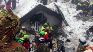 Volunteers and rescuers work in the area of the avalanche-struck Hotel Rigopiano, near Farindola, central Italy on Sunday, Jan. 22, 2017. (Corpo Nazionale Soccorso Alpino e Speleologico / ANSA)