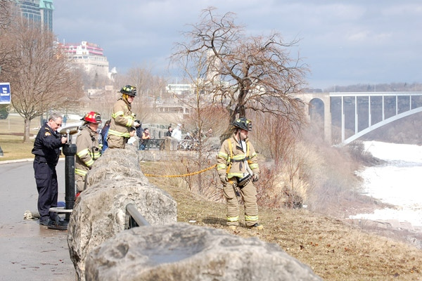 Rescue teams involving several Niagara emergency agencies attempt to extract a man after he went over Horseshoe Falls in Niagara Falls, Ont., on Wednesday, March 11, 2009. (Phillip Richmond)