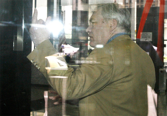 Conrad Black gestures with a finger towards a member of the media in Chicago on Tuesday, July 10, 2007.  (CP / Dave Chidley)