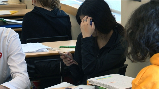 Ontario announces when cellphone ban for students will come into effect